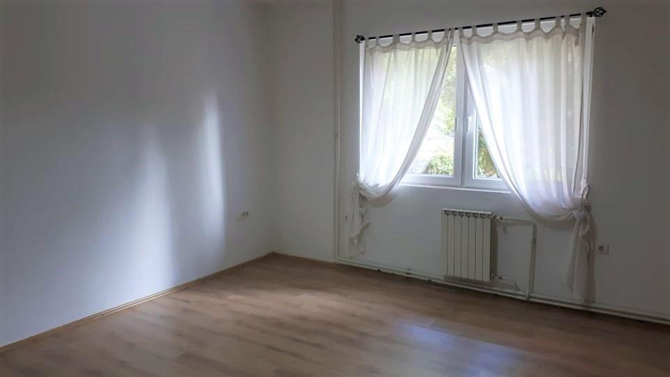Kancelariski-prostor-od-86-m2-na-Ul--Ruzveltova (4)