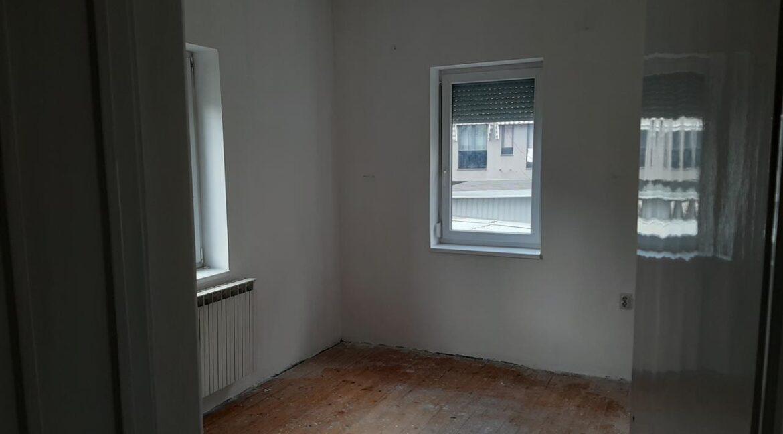 Се-издава-стан-на-Водњанска--одличен-за-деловен-простор (1)