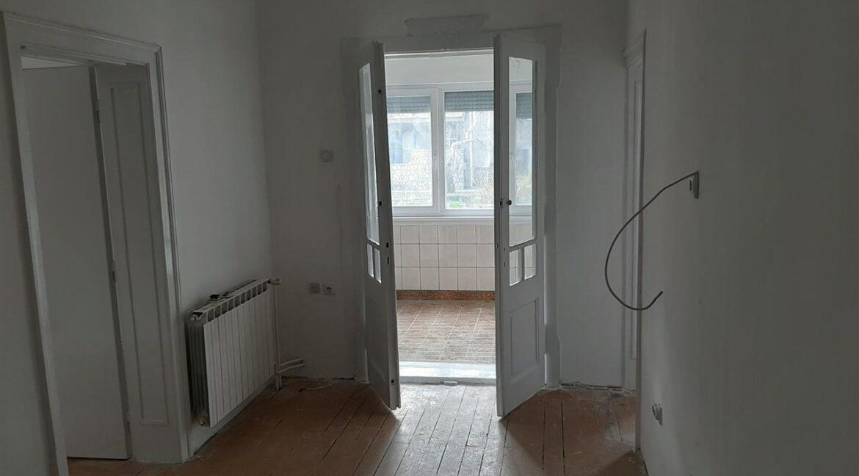 Се-издава-стан-на-Водњанска--одличен-за-деловен-простор (10)